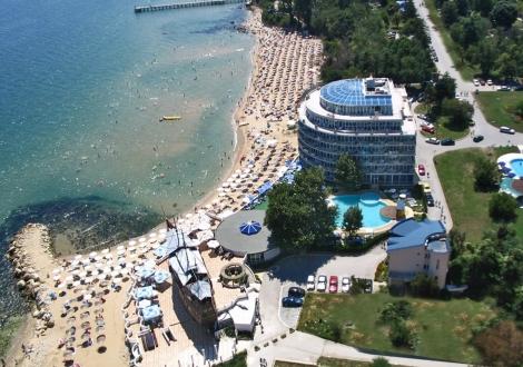 Четиризвездно лято на самият морски бряг - хотел Сириус Бийч ****Св.Константин и Елена! Нощувка на база Аll inclusive + чадър и шезлонг на плажа + минерални басейни и детска анимация!!!