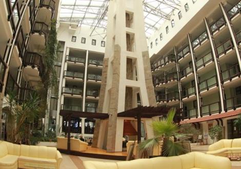 Почивка в Банско на 200 метра от кабинковия лифт - Хотел Гинес 4*! Нощувка със закуска и вечеря + вътрешен басейн, сауна и парна баня!!!