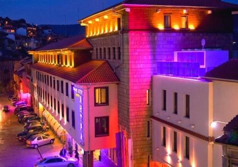 Гранд Хотел Янтра**** Велико Търново - Нощувка със закуска и 1 вечеря + Спа процедура + вход за Царевец или безплатен вход за Клуб Спайдър!