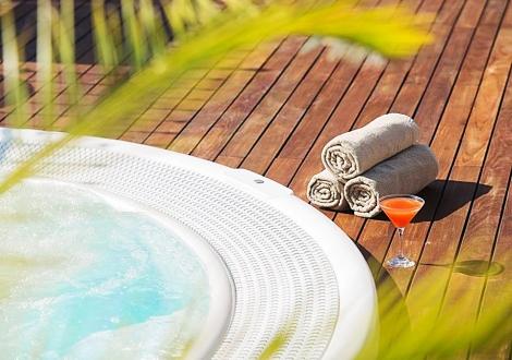ЕСЕН във Велинград В ЛУКСОЗНИЯ Хотел Вела Хилс****! Нощувка със закуска + ползване на минерални басейни и уникален спа център на цени от 65лв!