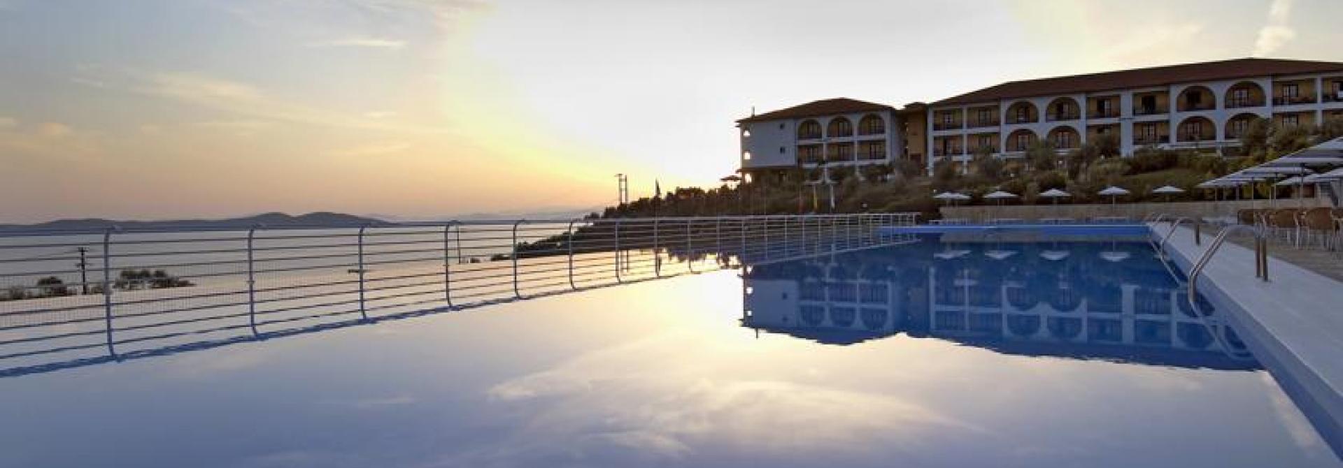 Почивка в Akrathos Beach Hotel, Ouranoupoli, на цена от 93.30 лв.