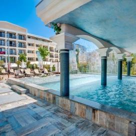 почивка на метри от плажа в хотел Сиена Палас****Приморско! Нощувка със закуска и вечеря в Делукс помещения + ползване на басейн!!!