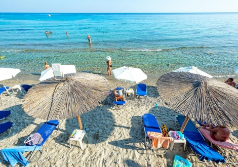 РЕЗЕРВИРАЙ СЕГА СВОЯТА ЛЯТНА ПОЧИВКА В ГЪРЦИЯ - ХОТЕЛ Dolphin Beach ***!