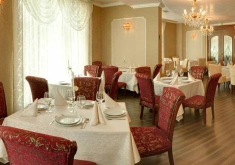 През лятото почивка в Бутиков Хотел Кристел**** Св. Константи и Елена! Нощувка със закуска и ползване на басейн!