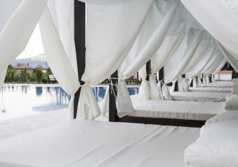 Почивка през юли в бижуто на Огняново - хотел Парадайс****! Нощувка със закуска и вечеря + вътрешен и външен минерален басейн + уникален спа център на цени от 60лв. на човек!!!