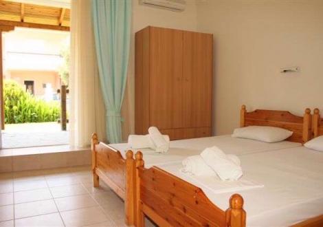 Leonidas Hotel Apartments