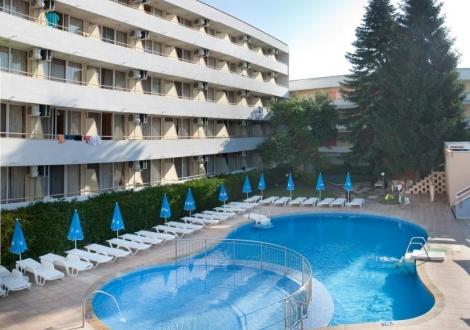 Лятна почивка на 3 мин от плажа в Албена - хотел Оазис! Нощувка на база All inclusive + чадър и шезлонг на плажа и басейна + детска анимация!!!