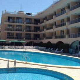 ЛЯТО в Мурите Бийч Черноморец! Нощувка на база All inclusive light + собствена плажна зона с чадъри + водна пързалка и два басейна с шезлонги!!!