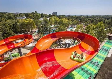 Невероятна лятна почивка в Албена - хотел Ком***! Нощувка на база All inclusive + чадър и шезлонг на плажа и басейна + безплатен вход за Аква Парк  Аквамания!!!