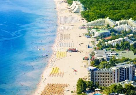 Приказно лято на 50 метра от плажа в Албена - хотел Сенди Бийч ***! Нощувка на база All inclusive + чадър и шезлонг на плажа и басейна + шестдневна анимация и шоу програми!!!