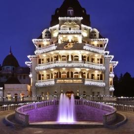 ПОСРЕЩНЕТЕ Нова година в петзвездния хотел Феста Уинтър Палас! 4 НощувкИ със закускИ, вечерИ, Празнична НОВОГОДШНА ВЕЧЕРЯ + вътрешен басейн и Спа!!!