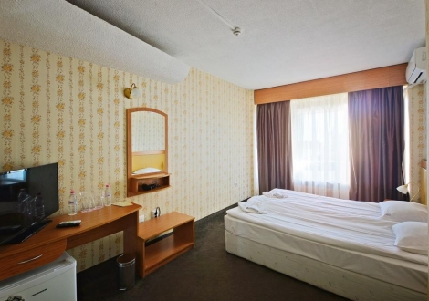 Великден на неустоима цена - хотел Казанлък! 2 или 3 нощувки със закуски, вечери и Празничен Великденски обяд + вътрешен минерален басейн, СПА  и Уелнес център!!!