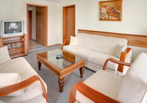 Невероятна цена за Трети Март в хотел Казанлък! 2 нощувки със закуски и вечери + закрит басейн с минерална вода + сауна, парна баня и релакс зона на цени от 129лв. на човек!!