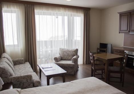 Апартаментен комплекс Пирин Голф**** - почивка на достъпни цени! Нощувка със закуска и вечеря + вътрешен и 3 външни басейна + термална зона