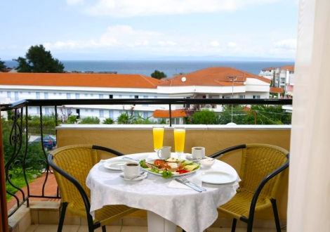 Почивка в Calypso Hotel, Халкидики - Касандра, на цена от 32.80 лв.
