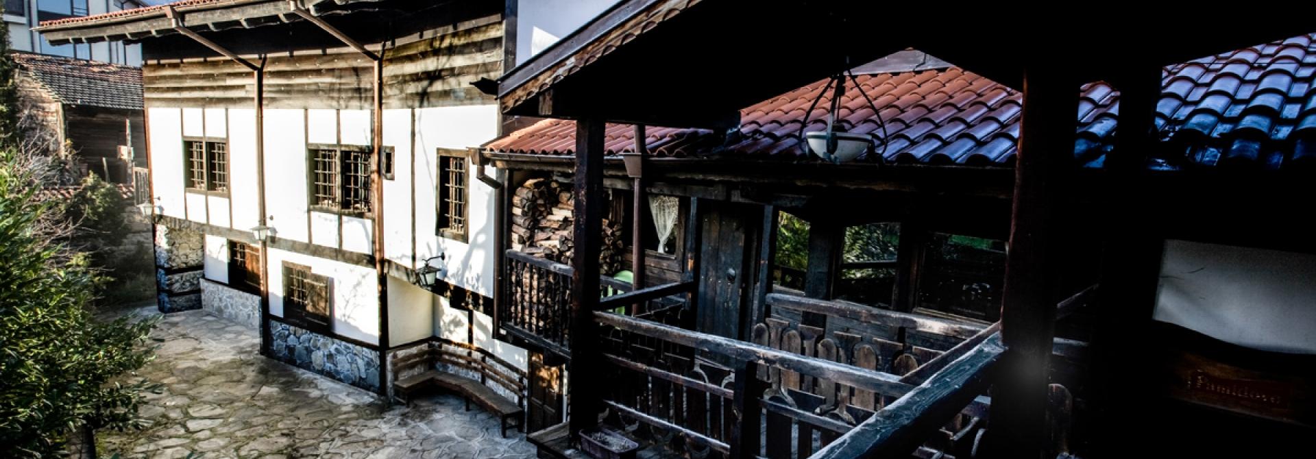 Семеен Хотел Златева Къща