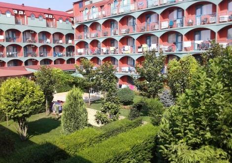 Най-добрата цена за лятна почивка в хотел Кокиче *** Слънчев бряг! Нощувка със закуска и вечеря + басейн с чадър и шезлонг!!!