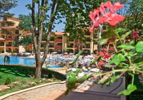 Специална оферта от хотел Грифид Болеро **** Златни Пясъци за Майски Празници! Нощувка на база Ultra All inclusive + вътрешен и външни басейни и детска анимация!!!