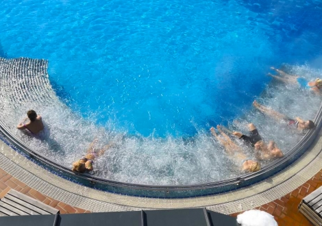 ПРОМО ОФЕРТА за хотел ХОТ СПРИНГС 4*, с. Баня! Тридневни пакети с включени закуски, вечери и ползване на СПА център + басейни с минерална вода