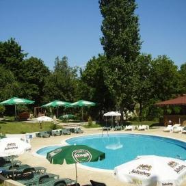 Най-добрата цена за  почивка в Златни Пясъци - парк хотел Здравец***! Нощувка на база All inclusive с 20% намаление + басейн с шезлонг и чадър на топ цени за целият сезон!!!