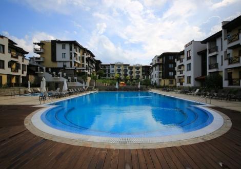 приказна почивка на първа линия - Апарт хотел Свети Никола**** Черноморец! Нощувка със закуска в лукс помещения за цялото семейство + ползване на басейни с чадър и шезлонг!!!