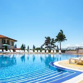 Ранни записвания за лятна почивка в хотел Феста Гардения Хилс! Нощувка на база All inclusive + басейн с чадър и шезлонг + детска анимация и транспорт до плажа!!