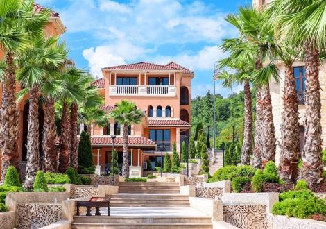 невероятна почивка на Елените - Вили Роял Каса! Нощувка със закуска и вечеря + чадър и шезлонг на плажа и басейна + БЕЗПЛАТЕН АКВАПАРК!!!