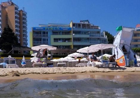 ХОТЕЛ ПЕРУН - на метри от Южният плаж в Несебър! Нощувка със закуска и вечеря + шезлонг и чадър на басейна на невероятни цени за целият летен сезон!!!
