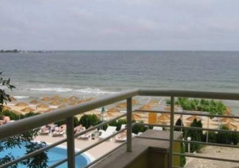 ДОБРА ЦЕНА ЗА ХОТЕЛ ПЕРУН - на метри от Южният плаж в Несебър! Нощувка със закуска и вечеря + шезлонг и чадър на басейна на невероятни цени за целият летен сезон!!!
