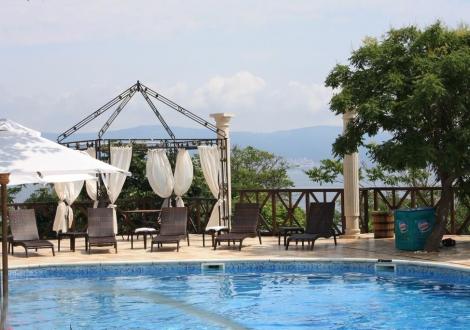 ПРЕКАРАЙТЕ ЛЯТНАТА СИ ПОЧИВКА в сърцето на Несебър - хотел Мелницата***! Нощувка със закуска + чадър и шезлонг на басейна с невероятна гледка към старият град!!!