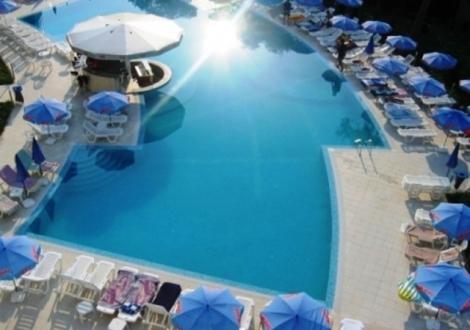 Специална оферта с намаление хотел Аква Азур 4* Св.Константин и Елена! Нощувка на база All inclusive + вътрешен и външен басейн!!!