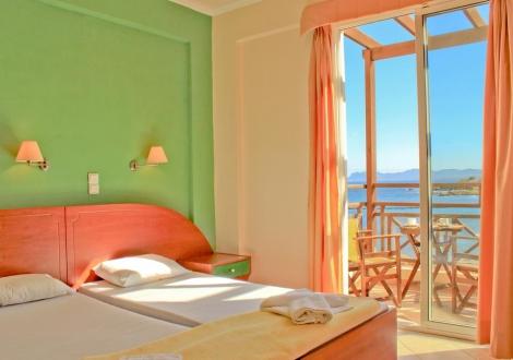 Почивка в Хотел Porto Kalamaki, о. Крит, на цена от 33.60 лв.