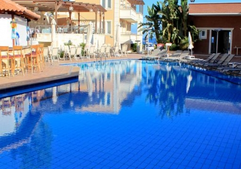 Почивка в Хотел Porto Kalamaki, о. Крит, на цена от 27.60 лв.