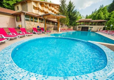 Септемврийски празници в Чифлика - хотел Дива! Нощувка със закуска и вечеря + открит минерален басейн на цени от 52лв. на човек!!!
