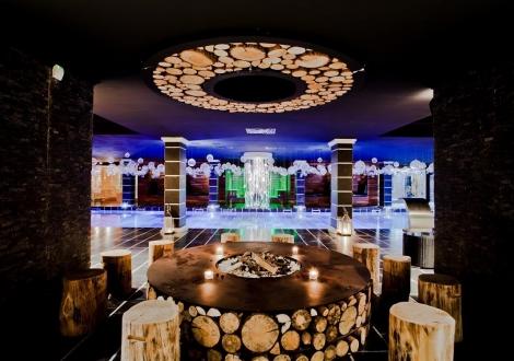 луксозно лято на Елените в 5 звезден хотел - Роял Касъл! Нощувка със закуска и вечеря + вътрешен и външен басейн + шезлонг и чадър на плажа + безплатен вход за Аквапарк Атлантида!!!