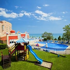 Морска почивка на първа линия - хотел Роял Бей**** Елените! Нощувка на база All inclusive + чадър и шезлонг на плажа и басейна + безплатен вход за Аквапарк!!!