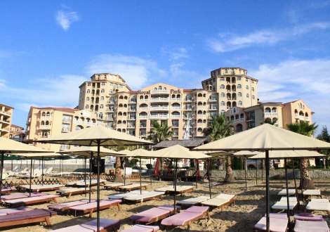 Ранни записвания за почивка на първа линия - хотел Роял Парк**** Елените! Нощувка на база All inclusive + чадър и шезлонг на плажа и басейна + безплатен вход за Аквапарк!!!