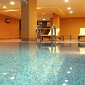 Промоционална оферта от хотел Медикус****Вършец! Нощувка със закуска + вътрешен и външен минерален басейн, джакузи, сауна и парна баня на цени от 35лв. на човек!!!