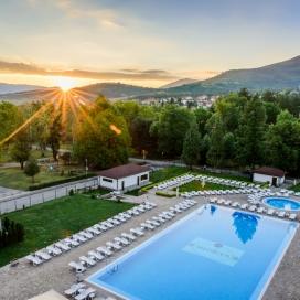 Спа почивка в хотел Медикус през юли! Нощувка със закуска + вътрешен минерален басейн, джакузи и Спа на цени от 40 лв.на човек!!!