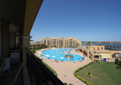 Хотел Мидия Гранд Ризорт - избран хотел от мнозина за тяхната лятна почивка в Ахелой! Уникални басейни с водни пързалки на брега  на морето на цени от 53лв.!
