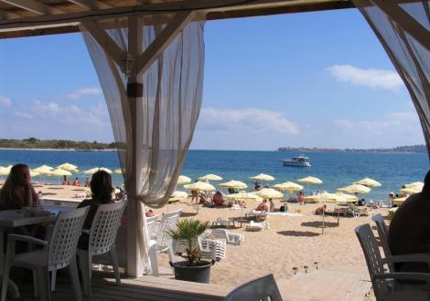 ЛЯТНА ПОЧИВКА НА ДОБРИ ЦЕНИ В Хотел Коста Булгара в Черноморец! Нощувка със закуска + ползване на басейн и шезлонг на басейна!