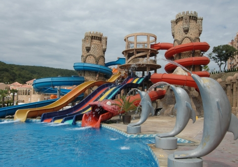Лято 2018г. на първа линия - хотел Атриум Бийч**** Елените! Нощувка на база All inclusive + чадър и шезлонг на плажа и басейна + безплатен вход за Аквапарк!!!