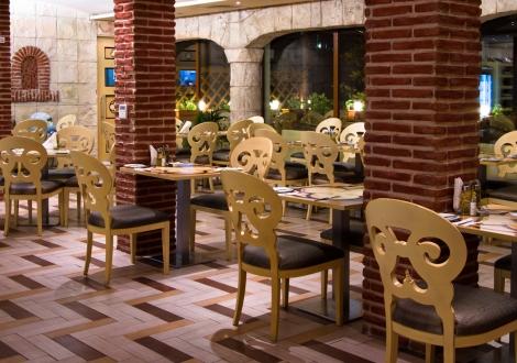 Майски празници в невероятният хотел Райска Градина 5* Свети Влас! Нощувка на база All inclusive + Празничен обяд и Диджей парти + вътрешен басейн + детска анимация!!!