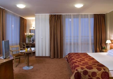 Хотел Добруджа, Албена - почивка на база нощувка със закуска и вечеря + ползване на открит басейн на цени от 38лв. на човек!