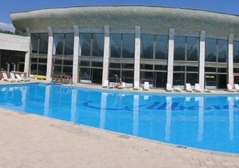 Лято в Хотел Добруджа, Албена - почивка на база нощувка със закуска и вечеря + ползване на открит басейн на цени от 38лв. на човек!