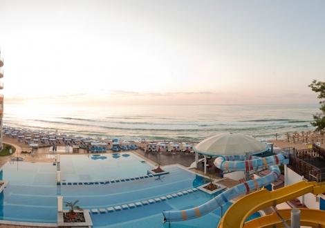 Специална оферта с 24% намаление за месец май от Балнео и Спа хотел Азалия ****! Нощувка на база Ultra All inclusive + вътрешен минерален басейн, външен басейн, чадър и шезлонг на плажа и басейна!!!