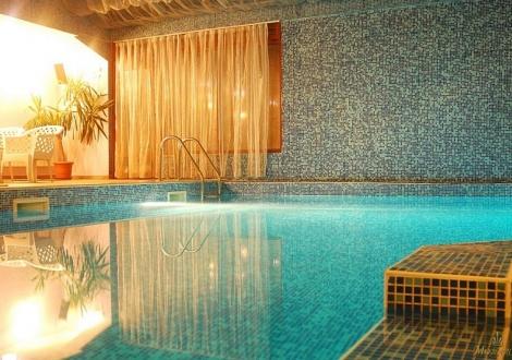 ски почивка в хотел айсберг*** банско! нощувка със закуска, обяд и вечеря + вътрешен басейн и обновена релакс зона с дажузи и парна баня на цена от 45лв.