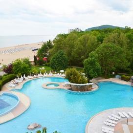 почивка на метри от плажа - хотел Лагуна Бийч 4* Албена! Нощувка на база All inclusive + чадър и шезлонг на плажа и басейна + детска анимация и вечерни шоу програми!!!