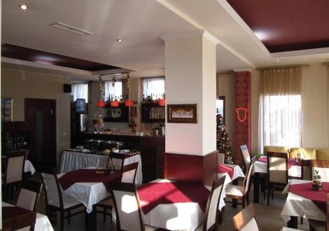 Хотел Аквилон село Баня