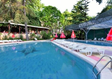 Ранни записвания за почивка в хотел Естрея Палас и Естрея Резиденс! Нощувка на база All inclusive + вътрешен и външен минерален басейн + детска анимация!!!